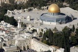 The Dome of the Rock on the compound known to Muslims as the Noble Sanctuary and to Jews as Temple Mount, and the Western Wall in Jerusalem's Old City, October 10, 2006, photo by Eliana Aponte/Reuters