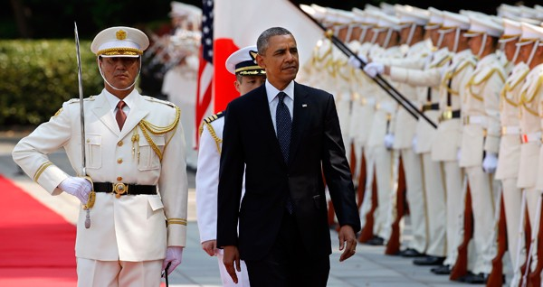 U.S. President Barack Obama reviews an honor guard during a welcoming ceremony at the Imperial Palace in Tokyo, Japan, April 24, 2014