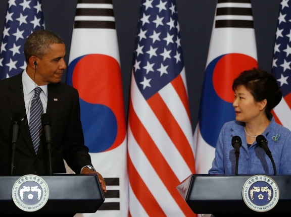 U.S. President Barack Obama and South Korean President Park Geun-hye at a joint news conference in Seoul, April 2014, photo by Kim Hong-Ji/Reuters