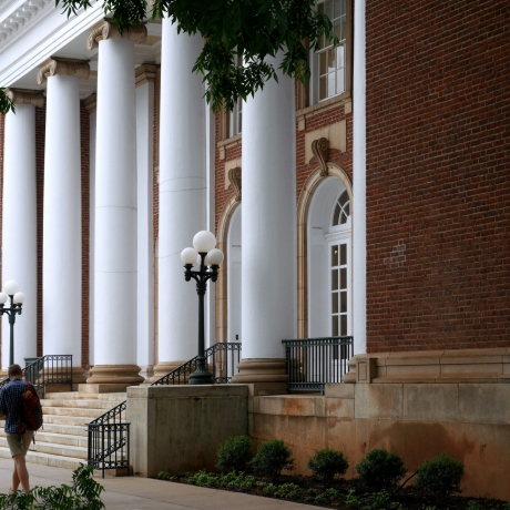University building with columns, photo by Sam Spiro/Fotolia