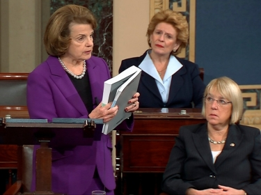 Senate Intelligence Committee Chairwoman Dianne Feinstein (L) discusses a report on the CIA's anti-terrorism tactics on the floor of the U.S. Senate as Senators Debbie Stabenow (rear) and Patty Murray look on, Washington, December 9, 2014