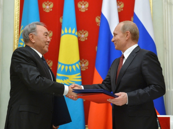 Russian President Vladimir Putin exchanges documents with his Kazakh counterpart Nursultan Nazarbayev during a meeting at the Kremlin in Moscow, December 22, 2014, photo by Alexei Druzhinin/Reuters/RIA Novosti/Kremlin