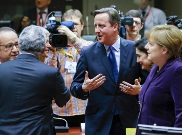 French President Francois Hollande, British Prime Minister David Cameron, and German Chancellor Angela Merkel talking at an EU leaders summit in Brussels, December 17, 2015