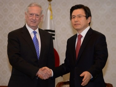 U.S. Defense Secretary James Mattis (left) meets with South Korea's acting President Hwang Kyo-ahn in Seoul, February 2, 2017