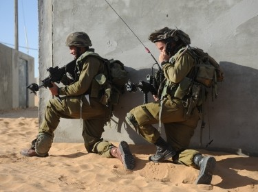 Israeli soldiers training for urban wafare