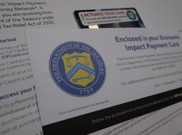 Rose Carter, of Lexington, waits in a line outside a temporary unemployment office established by the Kentucky Labor Cabinet at the State Capitol Annex in Frankfort, Kentucky, June 17, 2020, photo by Bryan Woolston/Reuters
