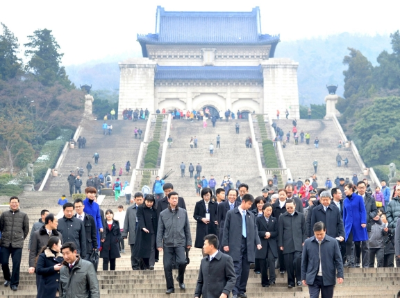 Taiwan's Mainland Affairs Minister Wang Yu-chi and his delegation leave after visiting the Sun Yat-sen mausoleum in Nanjing, Jiangsu province, February 12, 2014, photo by Stringer/Reuters