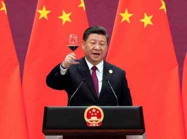 Chinese President Xi Jinping raises his glass and proposes a toast at the end of his speech during the welcome banquet, after the welcome ceremony of leaders attending the Belt and Road Forum at the Great Hall of the People in Beijing, China, April 26, 2019, photo by Nicolas Asfour/Reuters