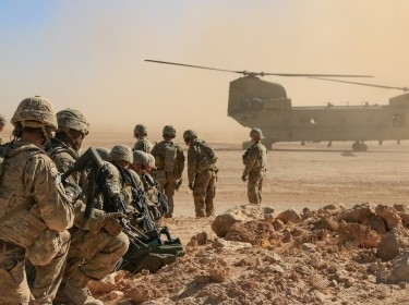 U.S. Army soldiers deployed in support of Combined Joint Task Force–Operation Inherent Resolve await aerial extraction via CH-47 Chinook during a training exercise in Iraq, October 31, 2018, photo by 1st Lt. Leland White/U.S. Army National Guard