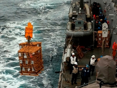 us_navy_offloads_supplies_in_japan