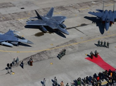 "A U.S. Air Force F-22 ""Raptor"" fighter aircraft from Kadena Air Base, Japan, is flanked by an F-16 Fighting Falcon and a Republic of Korea air force F-15 Slam Eagle at Osan Air Base, ROK, Feb. 17, 2016, U.S. Air Force photo by Staff Sgt. Amber Grimm/Released"