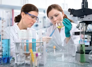 Women working in biomedical lab
